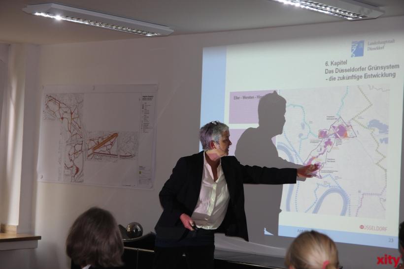 Doris Törkel hält die Präsentation zum Grünordnungsplan (xity-Foto:AO)