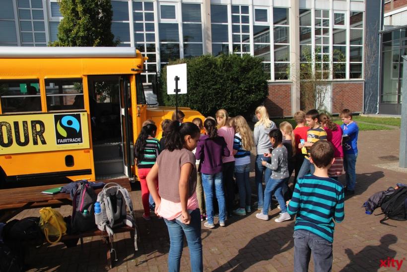 Die Schülerinnen und Schüler des Geschwister-Scholl-Gymnasium interessieren sich fürs Thema Fairtrade (xity-Foto: H.Müller)