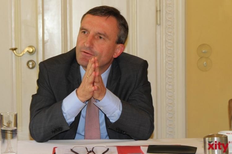 Oberbürgermeister Thomas Geisel wird den ersten Runden Tisch seiner Amtszeit zur Flüchtlings- und Asylpolitik am Dienstag, 30. September, um 10.30 Uhr im Rathaus eröffnen (xity-Foto: H. Müller)