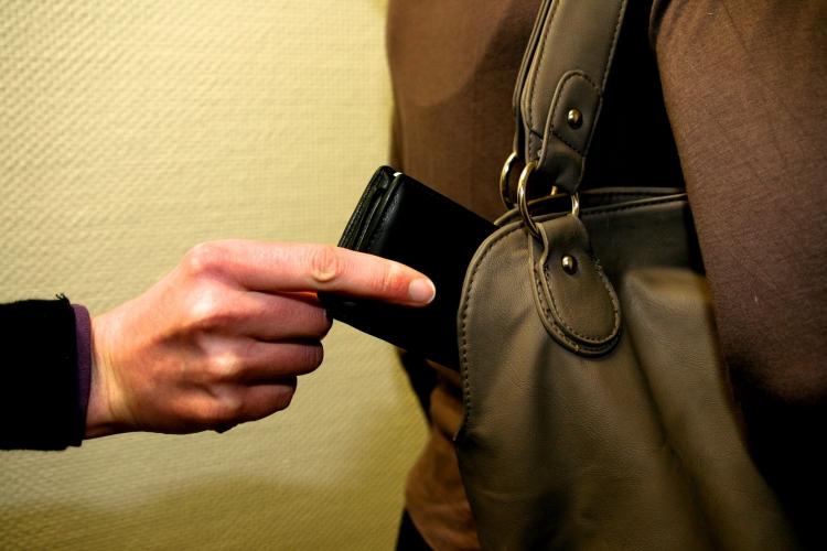Die Polizei Krefeld startet eine Kampagne gegen Taschendiebstahl. (xity-Foto: M. Völker)