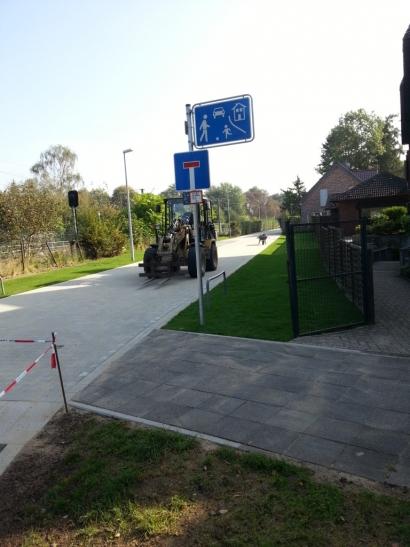 Auf dem Foto ist der Eingangsbereich der Hans-Bos-Straße in Oppum, von der Maybachstraße aus, zu sehen. (Foto: Stadt Krefeld)