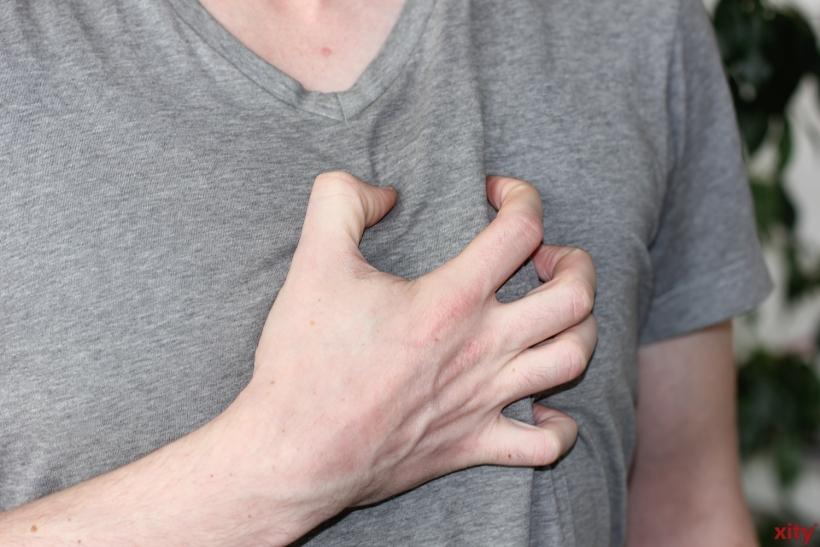 Schmerzen in der Brust sind ernste Alarmzeichen (xity-Foto: D. Creutz)
