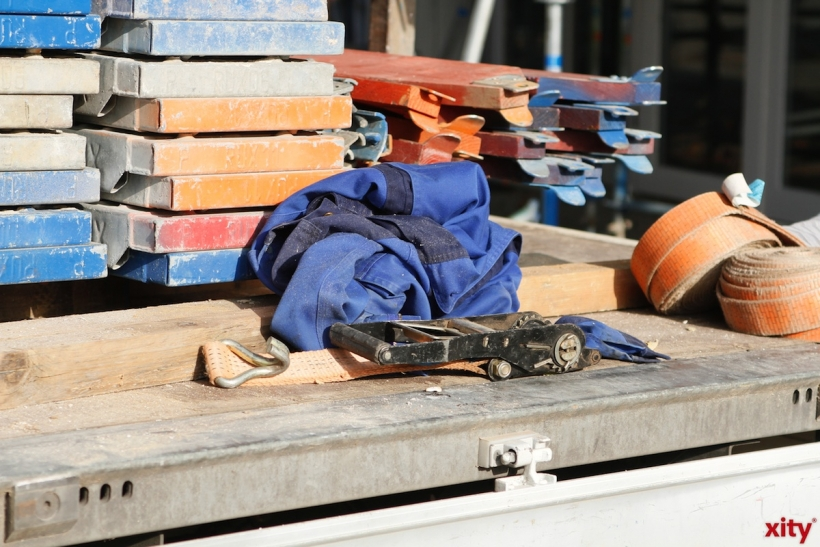 Container-Gerüst auf der Toulouser Allee eingestürzt - Drei Arbeiter verletzt (xity-Foto: D. Mundstock)