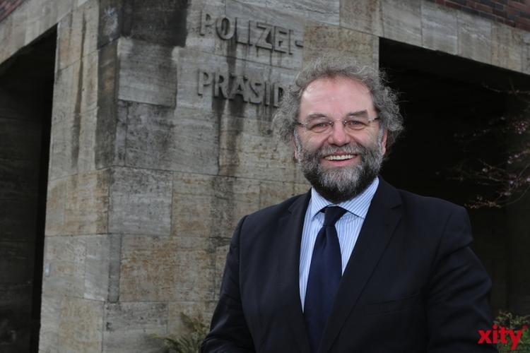"""Polizeipräsident Norbert Wesseler setzt seine """"Fietsentour"""" durch die Stadtbezirke fort (xity-Foto: D. Creutz)"""