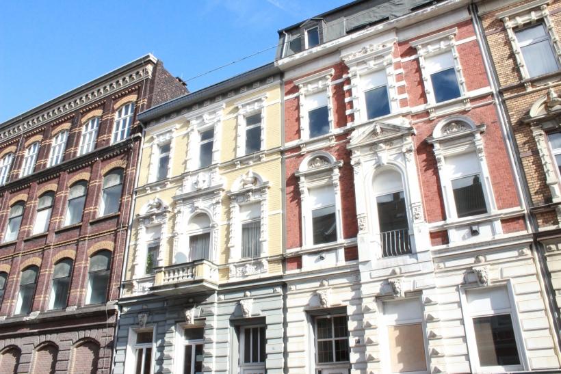 Zur alten Textilfabrik gehören zwei denkmalgeschützte Gebäude aus dem Jahr 1880 in der sich die Produktion der Samtweberei befand. (xity-Foto: E. Aslanidou)