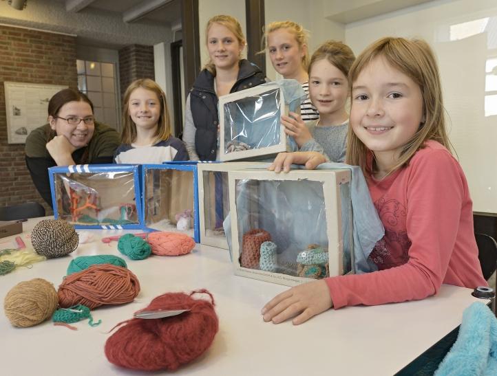 Deutsches Textilmuseum: Kinder basteln in den Herbstferien Aquarien. (Foto: Stadt Krefeld)