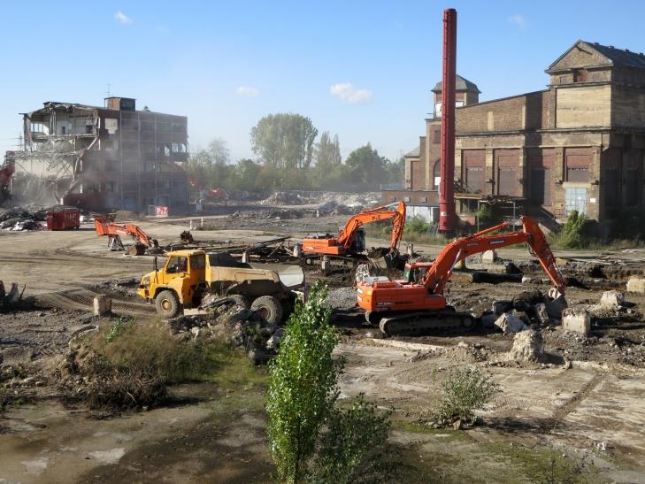 Letztes Hochbauwerk auf dem Glashüttengelände befindet sich im Abriss (Foto: Petra Senn)