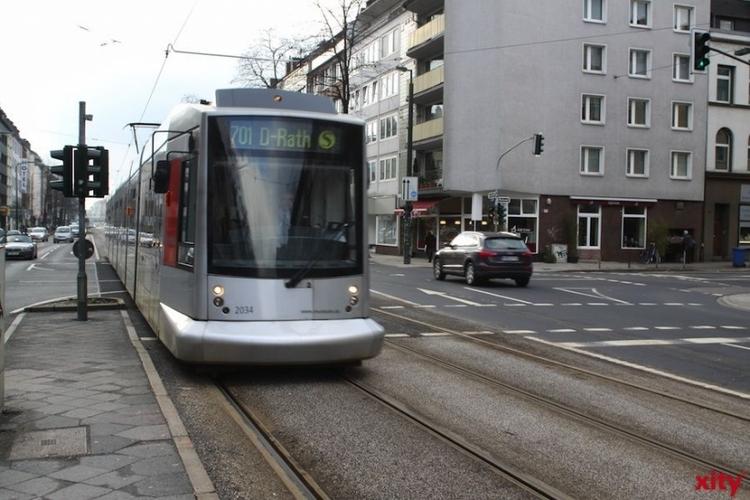 Auf der Düsseldorfer Straße erneuert die Rheinbahn zwischen Lohengrinstraße und Siegfriedstraße etwa 280 Meter Gleise in mehreren Phasen (xity-Foto: D. Mundstock)