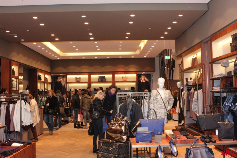 Die Geschäfte öffneten ihre Türen bis 24:00 Uhr (xity-Foto: D.Creutz)
