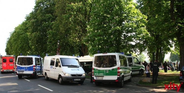 Polizei Krefeld simuliert Geiselnahme. (xity-Foto: M. Völker)