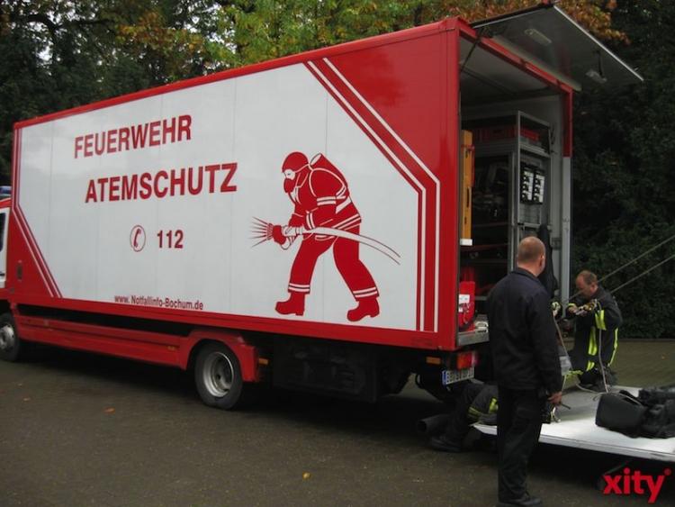 Die Feuerwehr musste mit schwerer Atemschutz-Ausrüstung anrücken (xity-Foto: M. Völker)