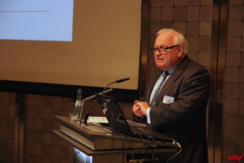 Bürgermeister Friedrich G. Conzen wünscht allen Stipendiatinnen und Stipendiaten viel Glück und Erfolg (xity-Foto: P.Basarir)