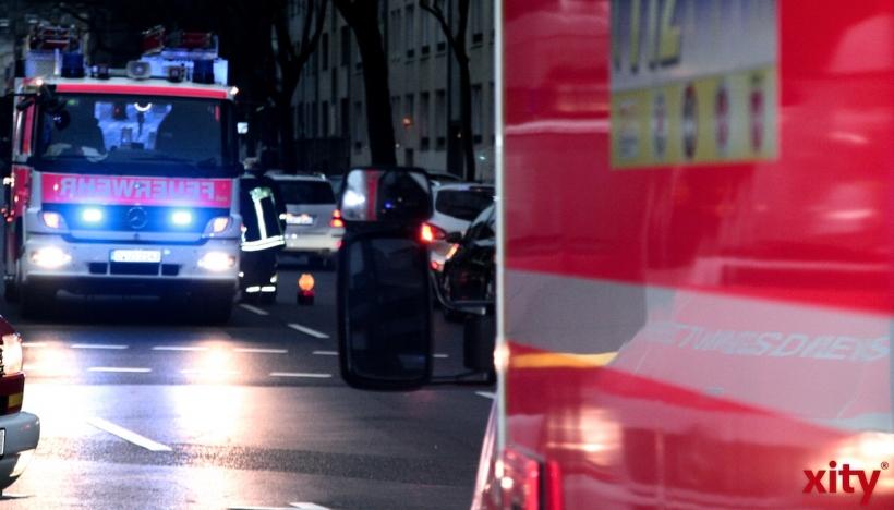 Feuerwehr Düsseldorf rettete fünf Menschen aus einer Wohnung (xity-Foto: M. Völker)