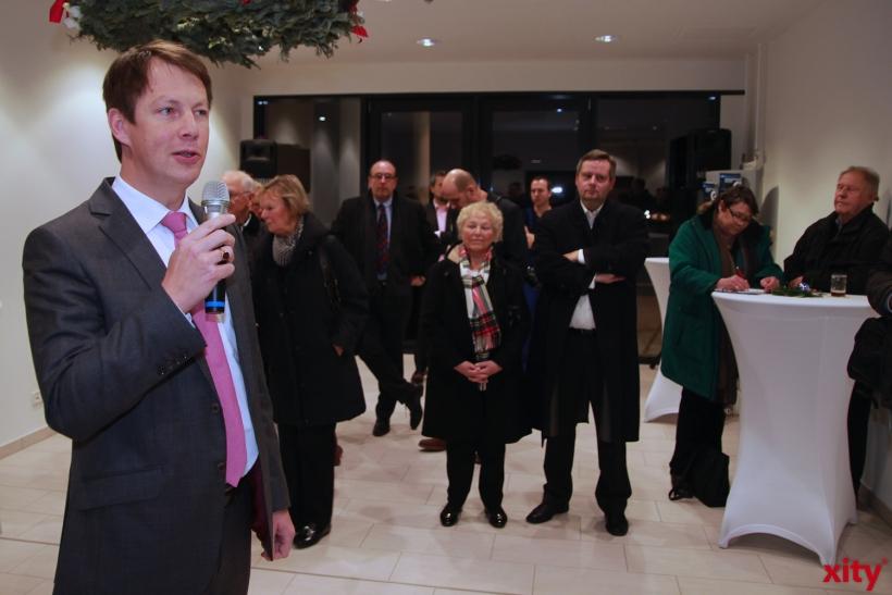 Sana Geschäftsführer Christian Engler eröffnete den Haupteingang des Krankenhauses (xity-Foto:P.Basarir)