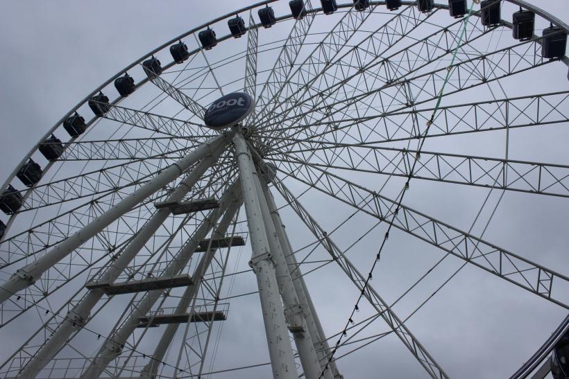 """Das """"Wheel of Vision"""" am Burgplatz in Düsseldorf (xity-Foto:A.Obreiter)"""