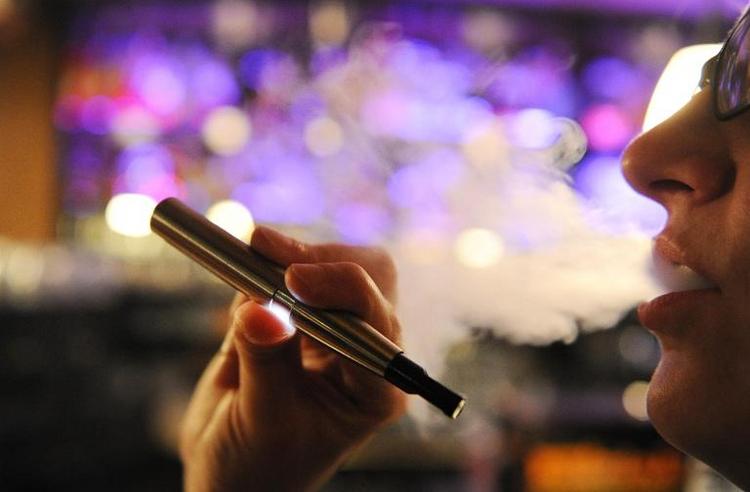 Offenbar Verbot von E-Zigaretten für Jugendliche geplant (© 2014 AFP)