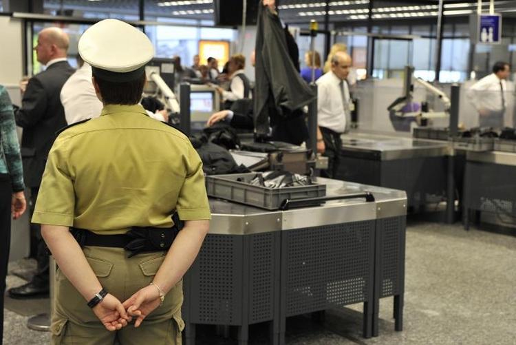 Kritik an Flughafen-Kontrollen durch Privatdienste (© 2014 AFP)