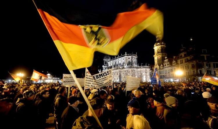 Pegida-Unterstützer und -Gegner sammeln sich (© 2014 AFP)
