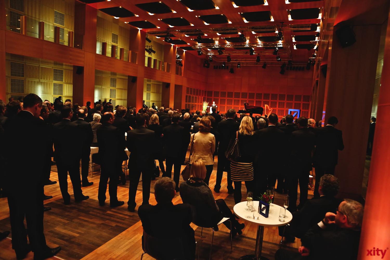 Im Robert Schuhmannsaal wurde gespannt der Rede von CEO Jürgen Fitschen gelauscht. (xity-Foto: D.Creutz)