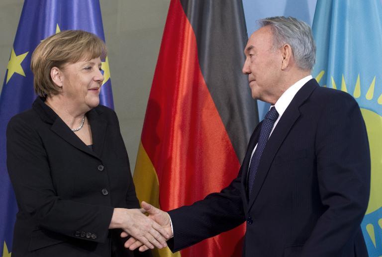 Merkel empfängt kasachischen Präsidenten Nasarbajew (© 2015 AFP)