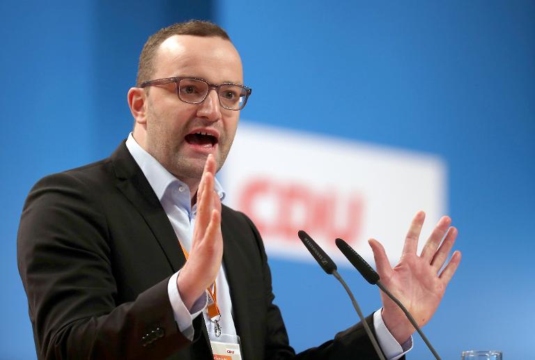 Spahn begrüßt Taubers Vorstoß zu Zuwanderungsgesetz (© 2015 AFP)