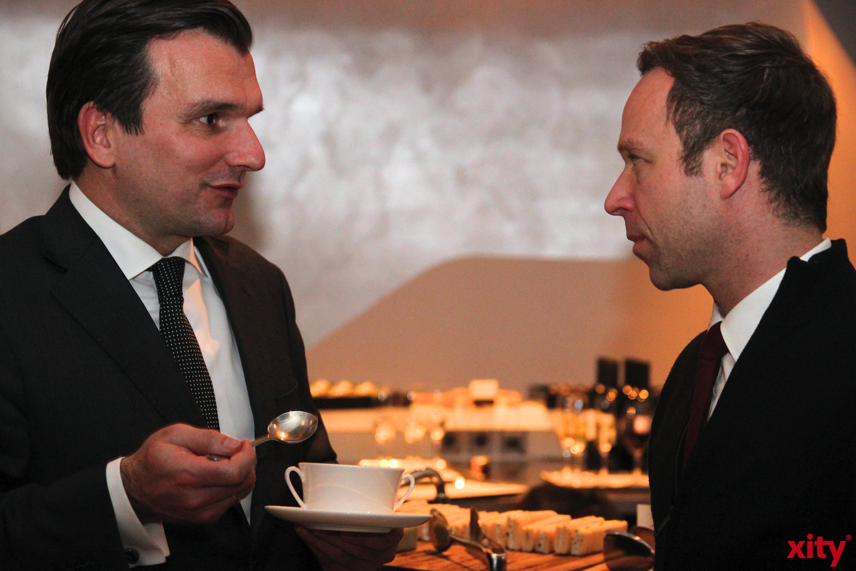 v.l. Axel Ziegler (Pressesprecher des Medienhafen e.V.) und Niklas Drösser (Geschäftsführer Wempe) (Foto: xity)