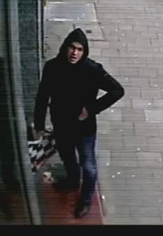Polizei fahndet mit Bildern aus Überwachungskamera (Foto: Polizei Düsseldorf)