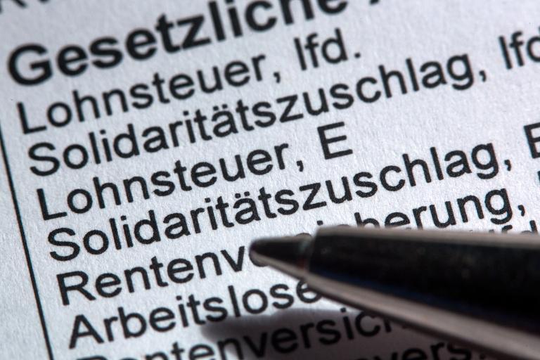 Union will Soli ab 2020 angeblich schrittweise senken (© 2015 AFP)