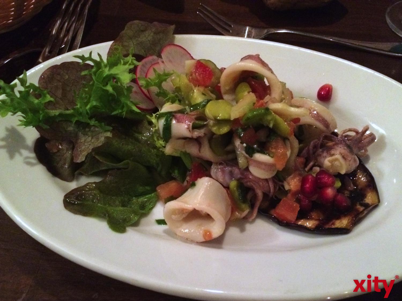 Baby Pulpo-Salat auf gegrilltem Auberginen-Törtchen (xity-Foto: V.Golldam)