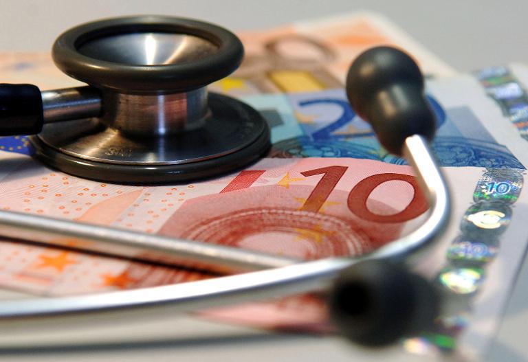 Ministerium fordert Entlastung bei Krankenkassenbeitrag (© 2015 AFP)