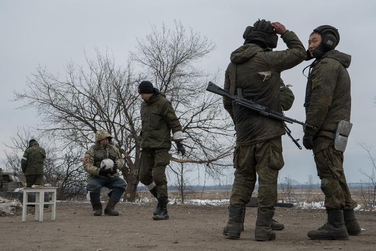 Union will Klarheit über deutsche Kämpfer in der Ukraine (© 2015 AFP)