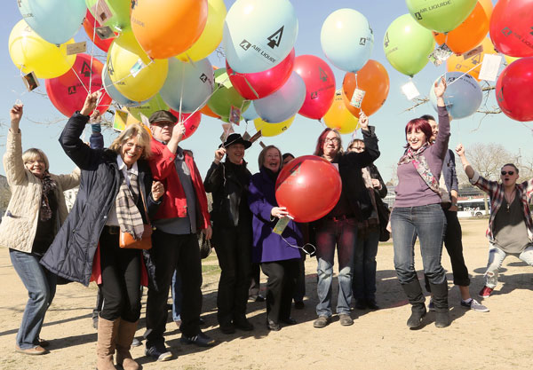 Finder der A-Gang-Ballon-Aktion aus den Niederlanden und Belgien (Foto: Stadt Krefeld)
