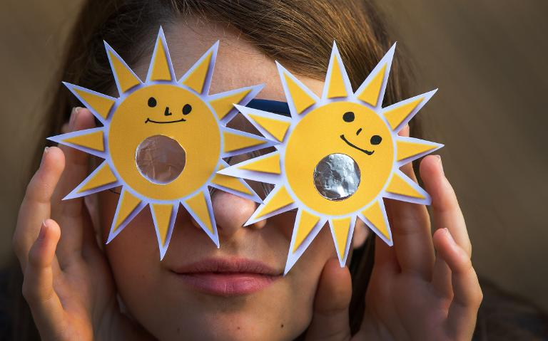 Teil-Sonnenfinsternis verdunkelt Deutschland (© 2015 AFP)