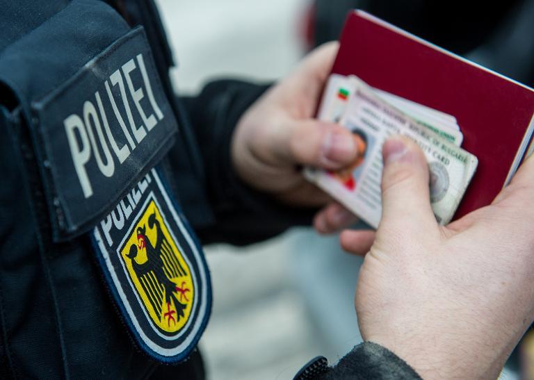 Polizei hält wenig von Ausweiskontrollen an Flughäfen (© 2015 AFP)