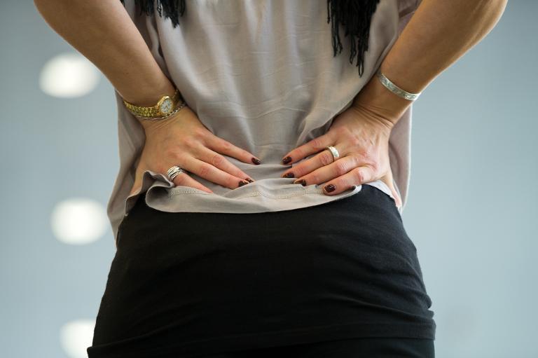 Rückenschmerz-Patienten werden viel zu schnell geröntgt (© 2015 AFP)