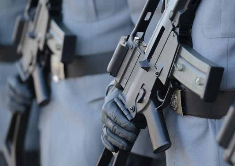 Opposition erwägt U-Ausschuss zu Sturmgewehr-Mängeln (© 2015 AFP)
