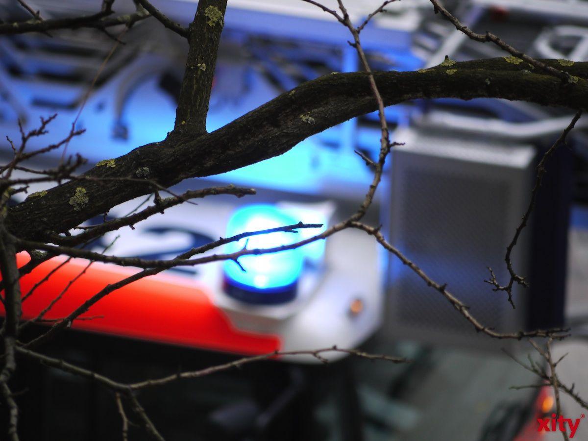 Nach einem Feuer in einer Erdgeschosswohnung mussten sechs Menschen mit Verdacht auf Rauchvergiftung ins Krankenhaus (xity-Foto: M. Völker)