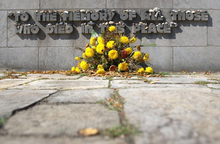 Forscher entdecken neues Massengrab in Bergen-Belsen (© 2015 AFP)