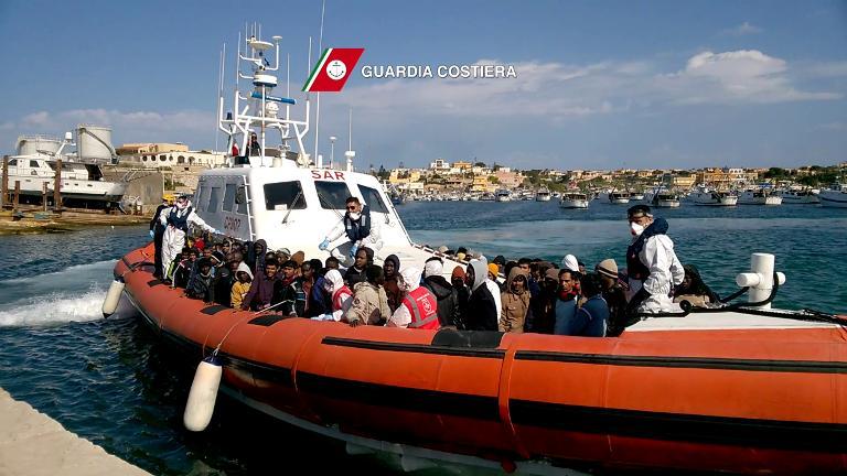 Strässer fordert Rettungsmission für Flüchtlinge (© 2015 AFP)