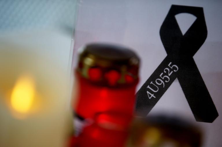 Trauerbeflaggung für Opfer der Germanwings-Katastrophe (© 2015 AFP)