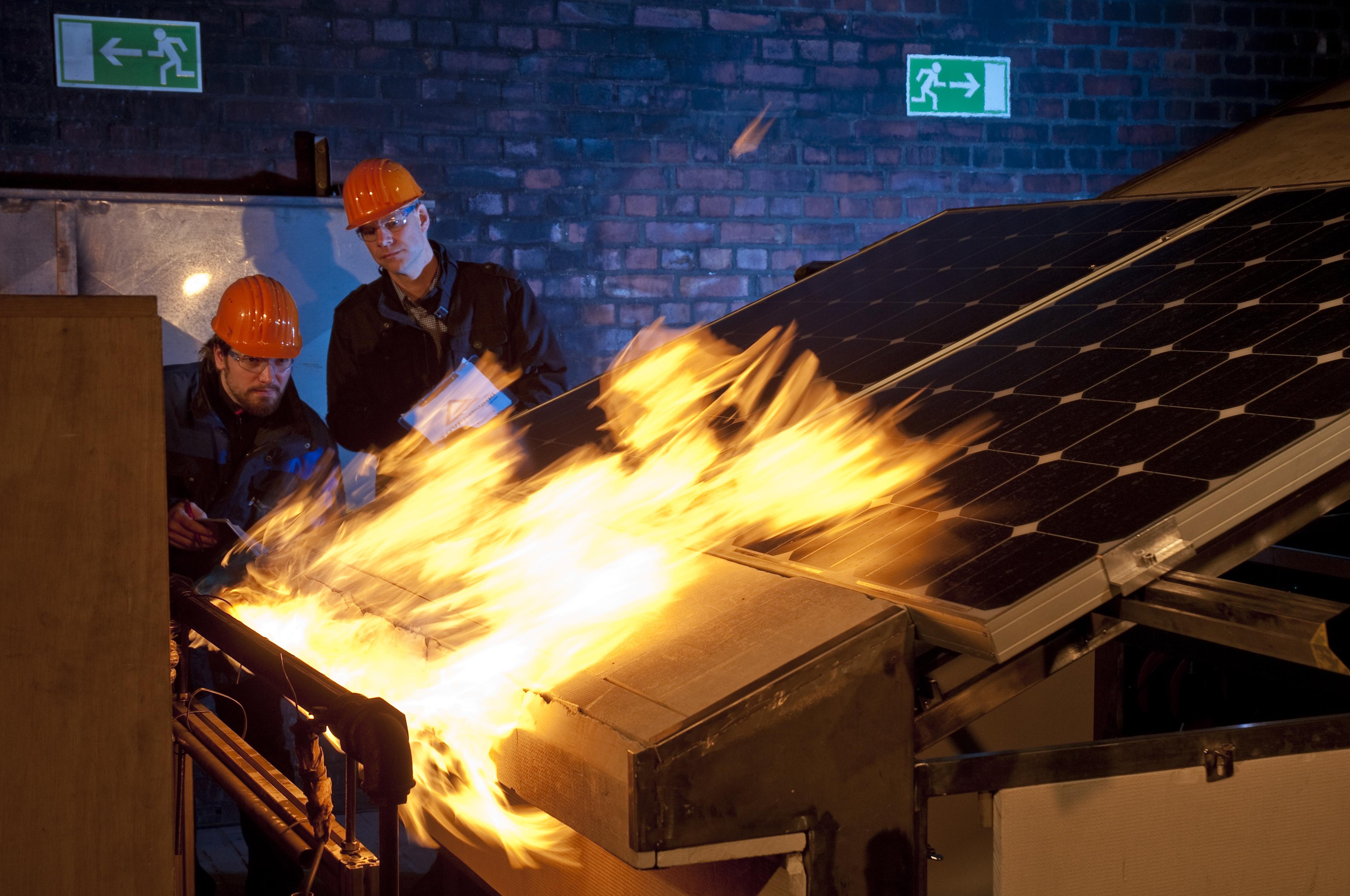 Projekt zu Brandrisiken bei Photovoltaik-Anlagen (Foto: OTS)