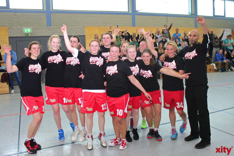 ART Baksetballerinnen feiern Aufstieg (xity-Foto: H.Müller)