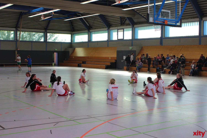 Vor dem Spiel war die Spannung in der Realschule Golzheim förmlich zu spüren. (xity-Foto: H.Müller)