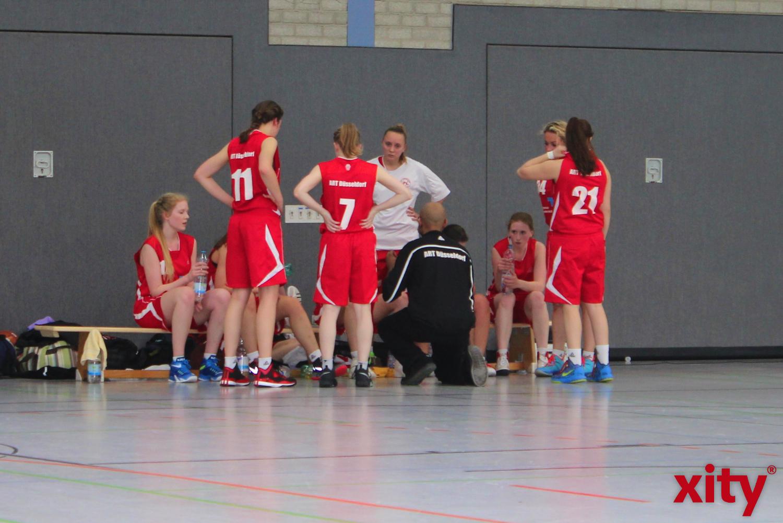 Immer wieder bekamen die Düsseldorferinnen input vom engagierten Trainer. (xity-Foto: H.Müller)