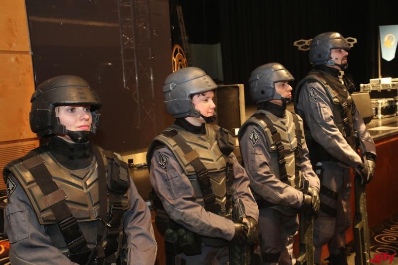 Starship Troopers bewachen das Gelände (Foto: xity)