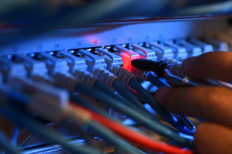 """Künast sieht in Datenspeicherung einen """"Dammbruch"""" (© 2015 AFP)"""