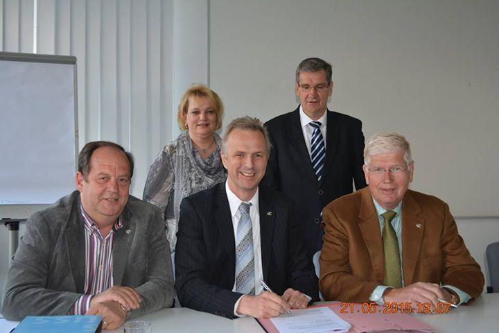 (v.l.) Siegfried Willecke, Heike Stump, Kreisdirektor Dirk Brügge, Norbert Kothen und Thomas Lang. (Foto: Rhein-Kreis Neuss)