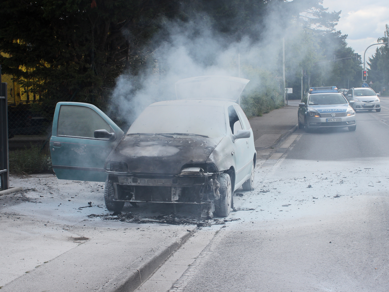 Motor geriet während der Fahrt in Brand. (Foto: OTS)