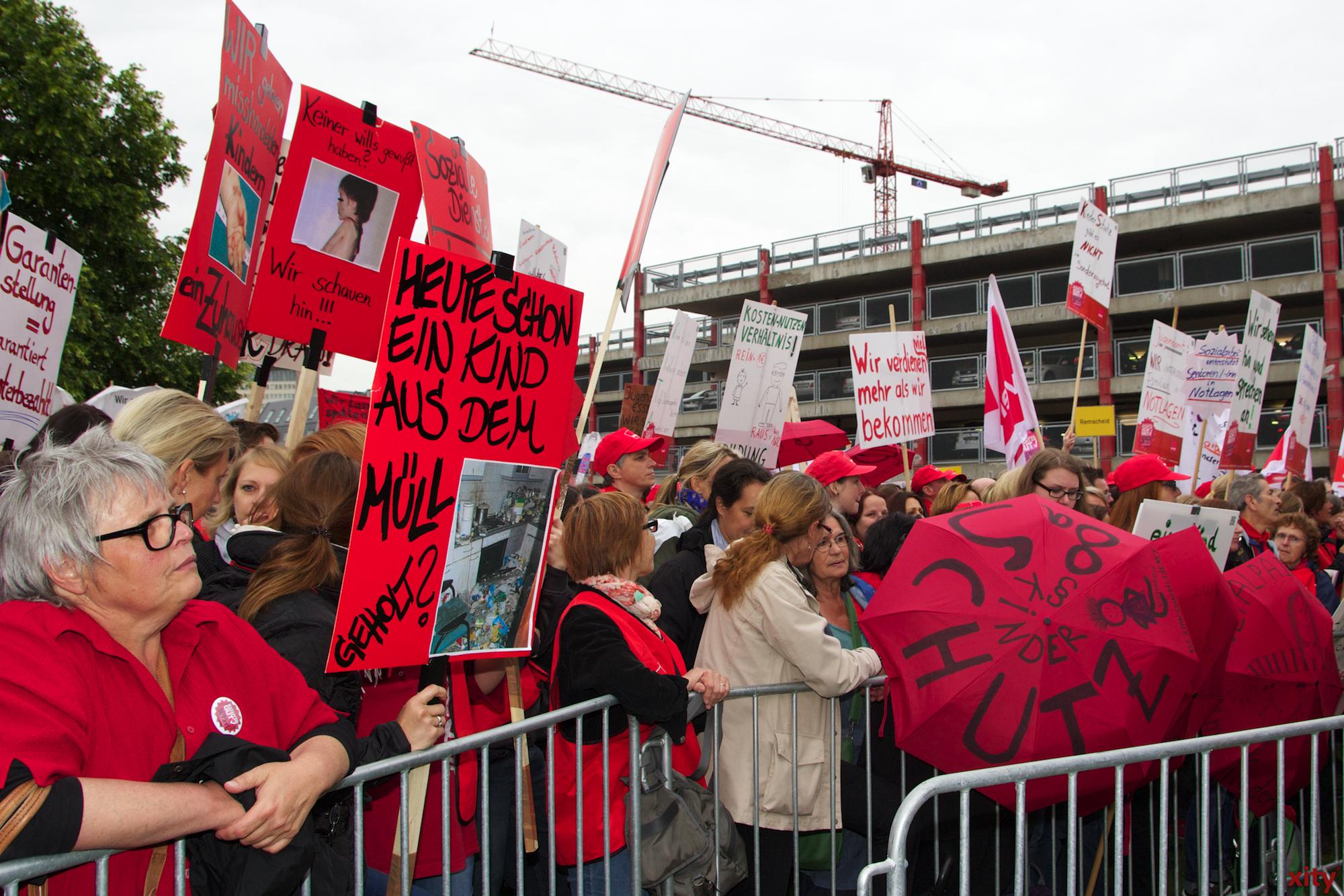 Aus ganz NRW kamen die Teilnehmer zur Demonstration (Foto: xity)