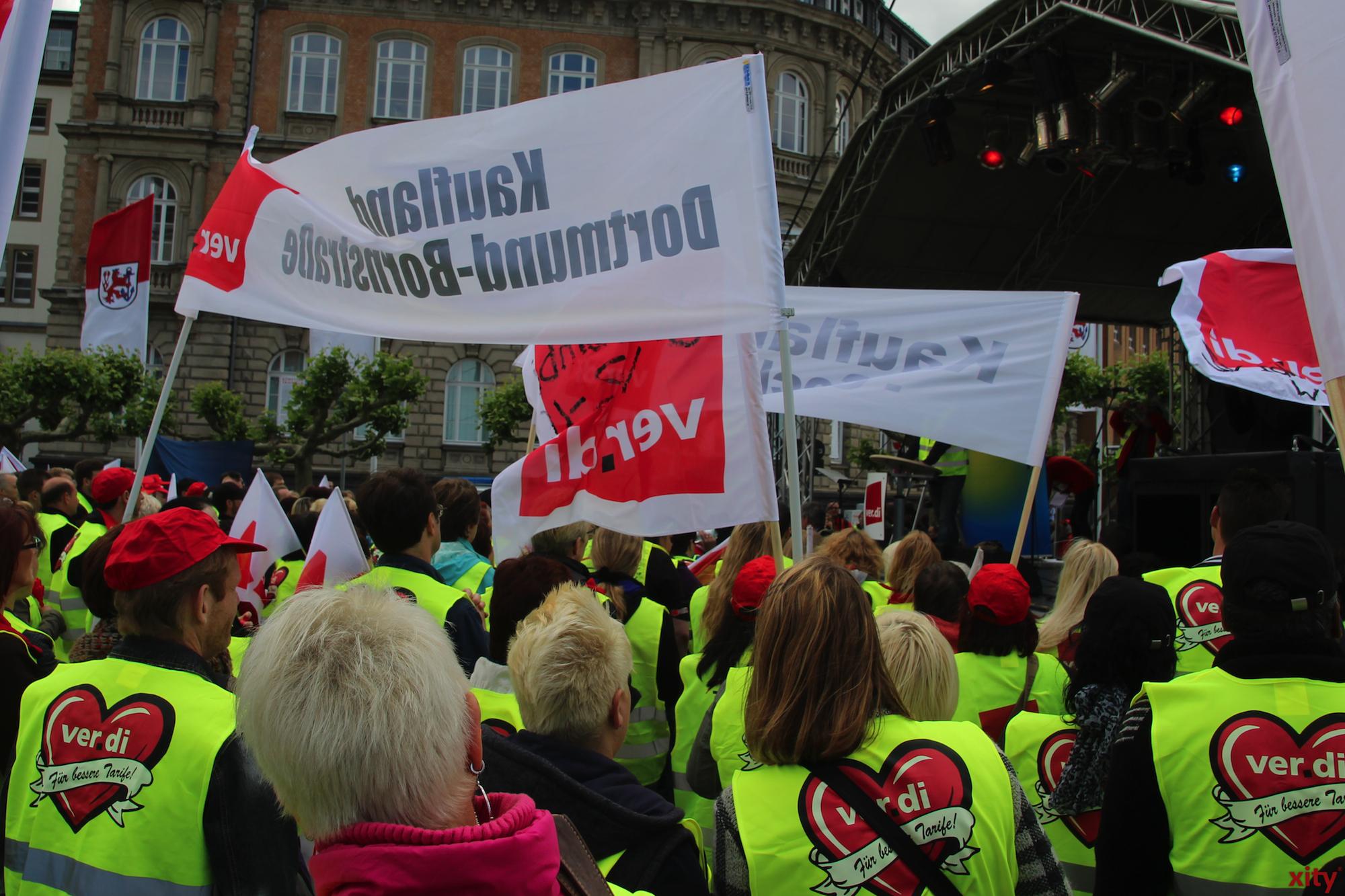 Rund 3.500 Streikende trafen sich auf dem Düsseldorfer Burgplatz(Foto: xity)
